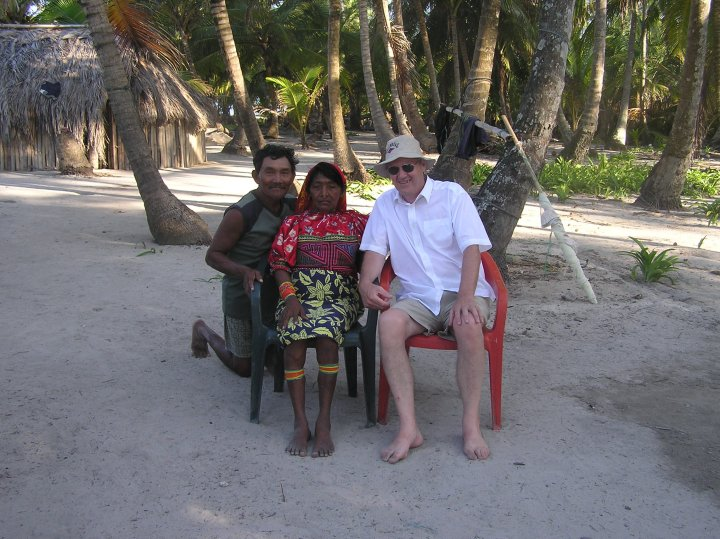 Dad with the San Blas Island locals (2)