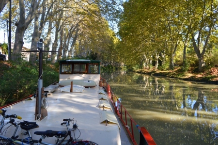 The beautiful trees are still in abundance... our first mooring in the Midi - just heavenly.