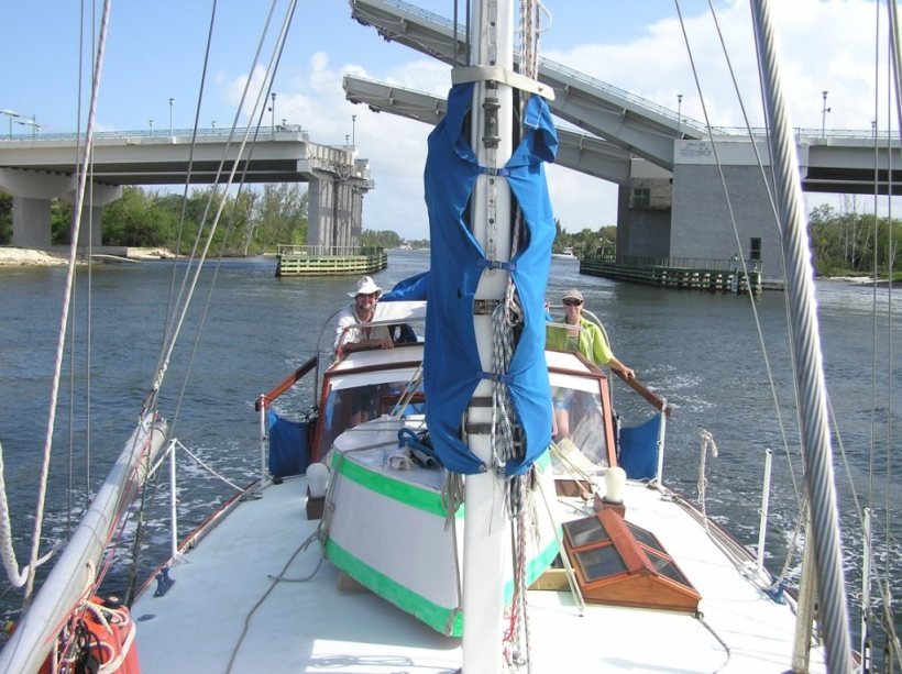 The mast can stay up on the east coast ICW, as the bridges open for us.