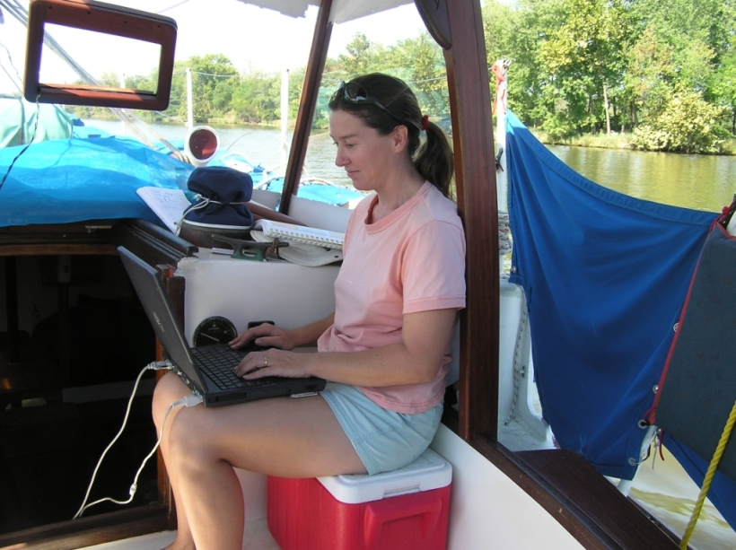 I started to have some of my sailing articles published! A perfect office with plenty of material!