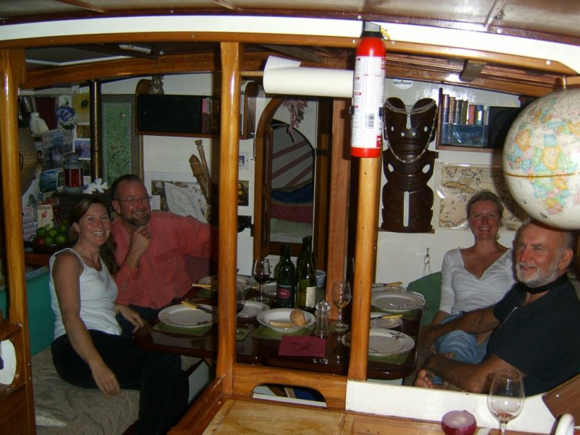 We made new friends, Clive and Andrea on board Rainbird, came over to dinner on Mariah.... a lovely new relationship.