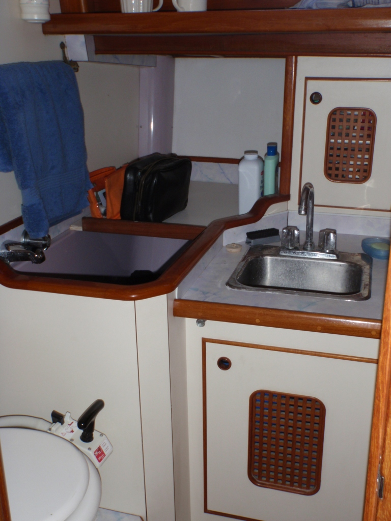 Aft cabin toilet and sink - with small bath which we used as a laundry basket!